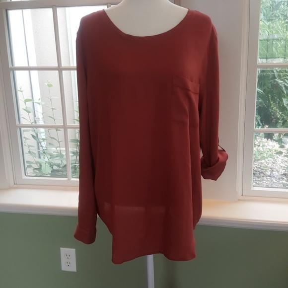 Ann Taylor Tops - NWOT Ann Taylor Rose Top w/ Shirt Tail Hem